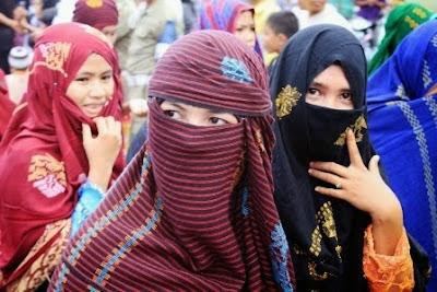pakaian tradisional wanita Bima