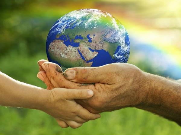 cuidar-planeta-manos-tierra