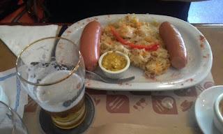 Bar Ocho Esquinas - Salchichas alemanas con chucrut