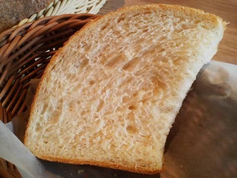 北海道産小麦と新潟県産こしひかりのロールパン1 神戸屋ダイニング星が丘テラス店