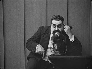 """Эрик Кэмпбелл в фильме """"Искатель приключений"""" (1917)"""