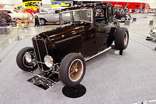 1932-ford-coupe-three-quarter-17