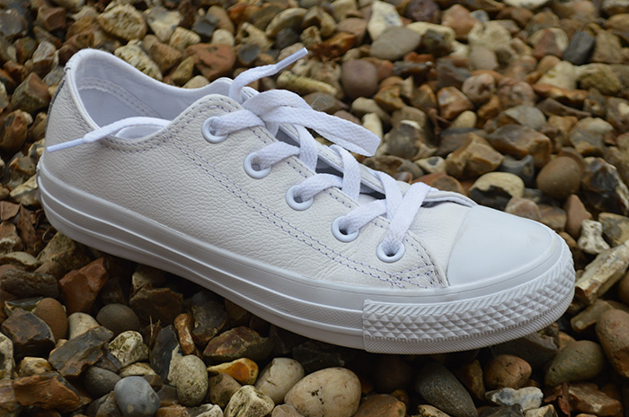 All white leather converse fashion bloggers