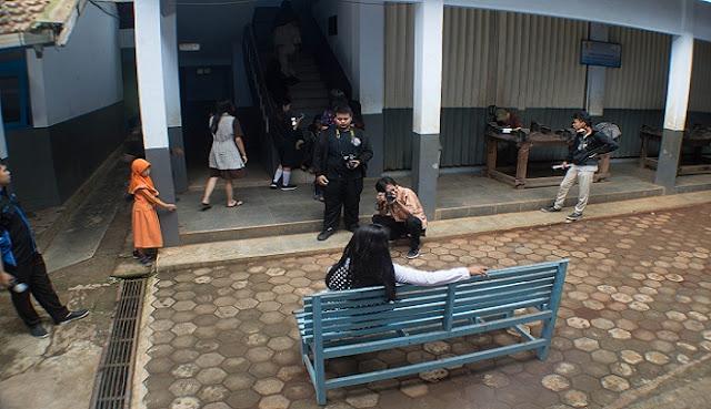 """Pembelajaran Fotografi Asyik dengan Tema """"Tematik Gotik"""" di SMK Wongsorejo, Gombong"""