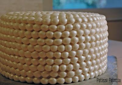 cake design, gâteau bijoux, pâte à sucre, gâteau d'anniversaire, perles en pâte à sucre, gâteau nacré, pearls cake, patissi-patatta