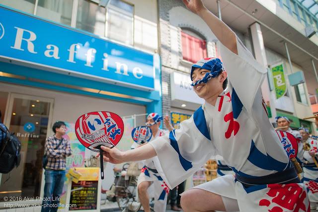 高円寺パル商店街、いろは連の流し踊りの写真 4