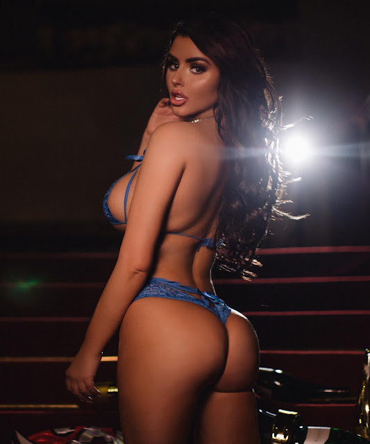 Abigail-Ratchford-Hottest-Figure-Ever-on-Instagram