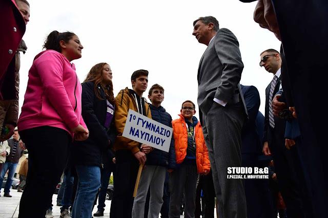 """Πως κατάφεραν οι μαθητές του 1ου Γυμνασίου Ναυπλίου και  """"έσπασαν"""" το αυστηρό πρωτόκολλο και συνομίλησαν με τον πρόεδρο της Σλοβενίας"""