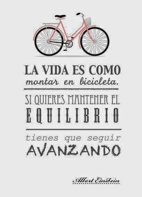 La vida es como montar en bicicleta. Si quieres mantener el equilibrio, tienes que seguir avanzando