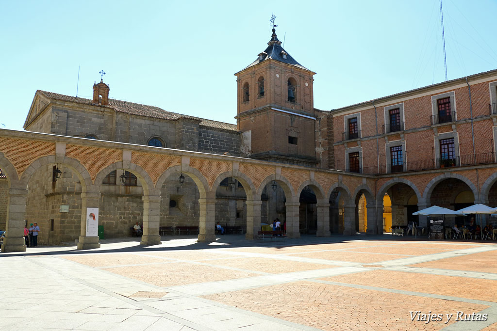 Iglesia de san Juan en plaza del Mercado Chico de Avila.