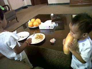 anak mengenal makanan baru