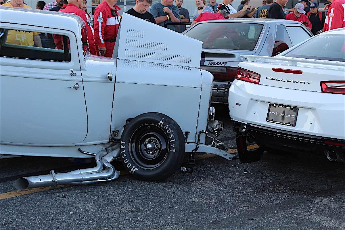 Ford 1932 bể mõm vì đâm đít Callaway Camaro SC610 2016