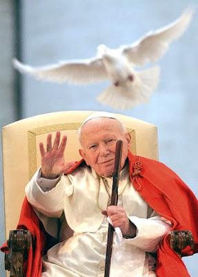 Foto de Juan Pablo II saludando con la mano