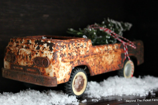 old truck, rust, christmas tree, fake snow, https://goo.gl/xpejCP