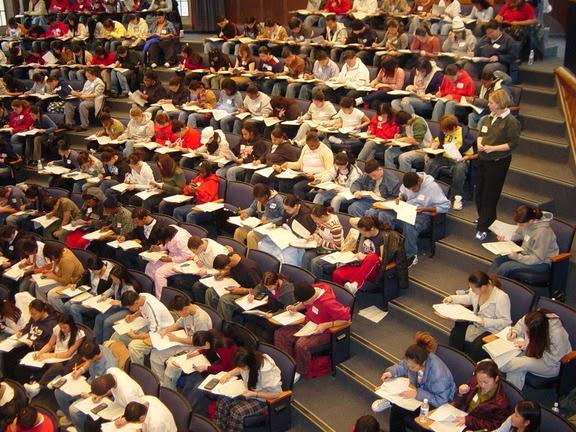 Aιώνιοι φοιτητές: 4 στους 10 σπουδάζουν μετά από 12 χρόνια!