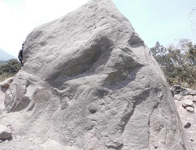 batu alien merapi
