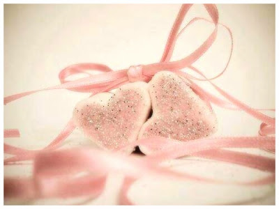 2-coeurs-lies-ruban-rose