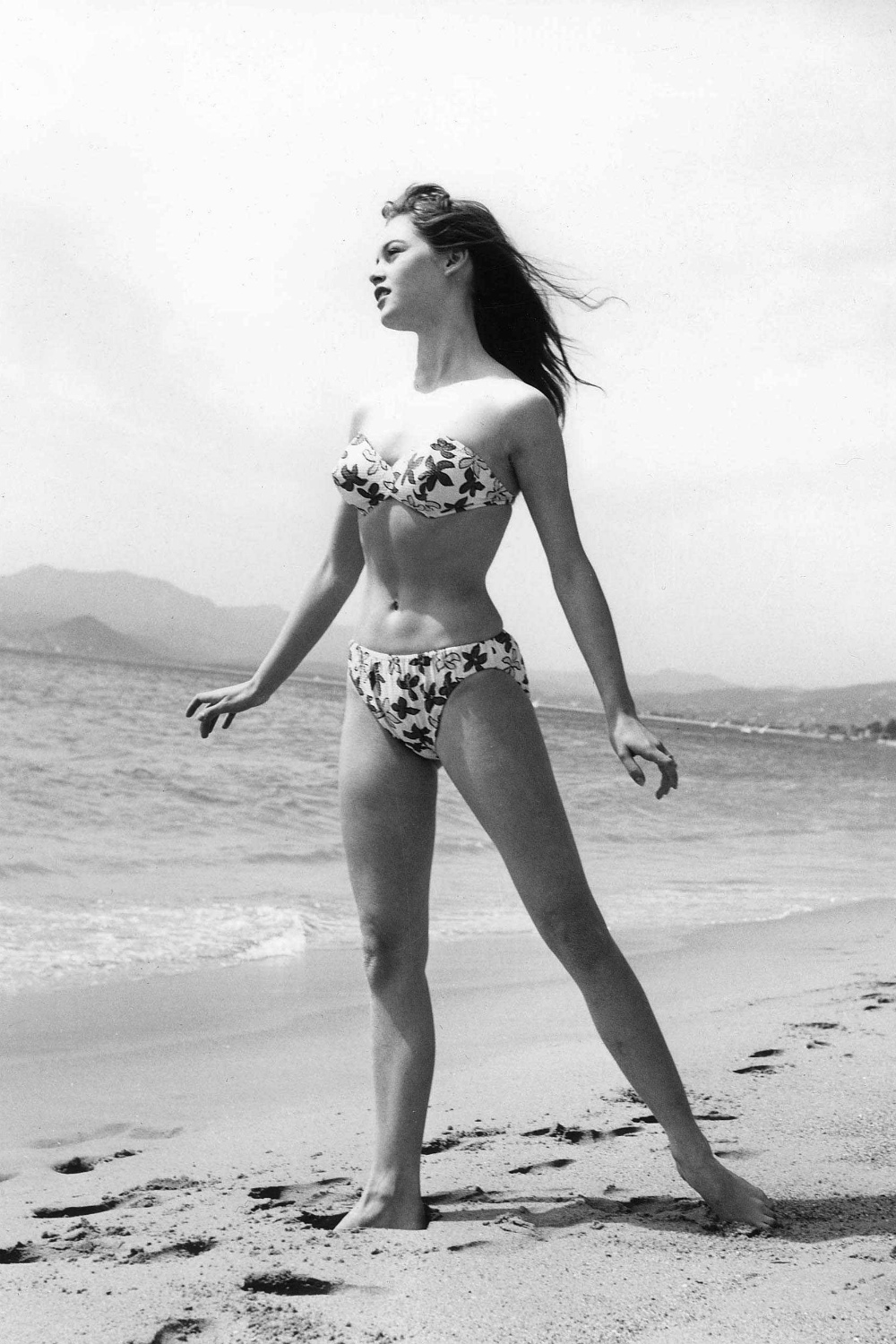 3f4c45bf1141 ... character Francie to carry an Hermès bag and a few years later, the  style was renamed the Kelly in her honour. 6. Brigitte Bardot's 1950s  fashion