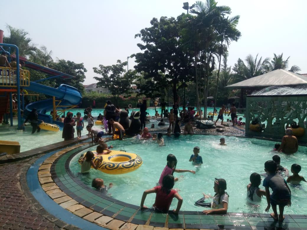 Kolam Renang Splash Taman Semanan Indah Menjadi Destinasi Wisata Di