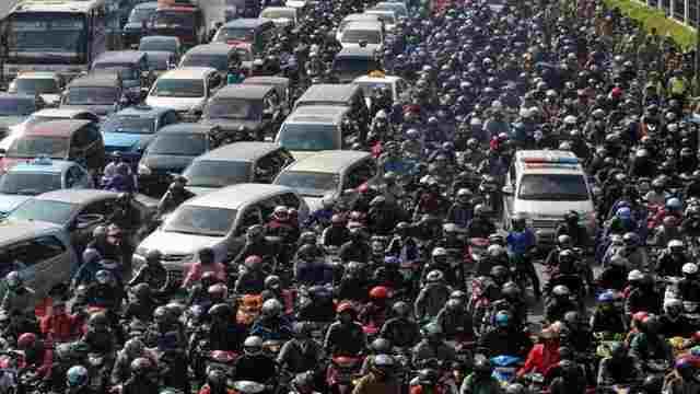 Dibutuhkan Regulasi Mengatasi kepadatan Dan Kemacetan Di Jalan Raya