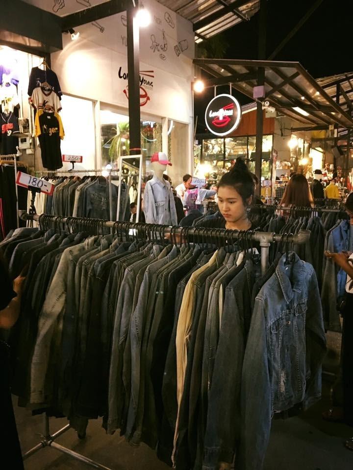 ขายอะไรดีตลาดนัด ขายเสื้อแจ็คเก็ตยีนต์