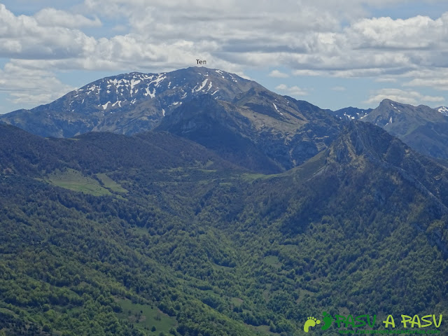Ruta al Pierzu desde Priesca: Vista de Peña Ten