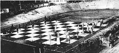 Partida de ajedrez viviente en Lérida en 1961