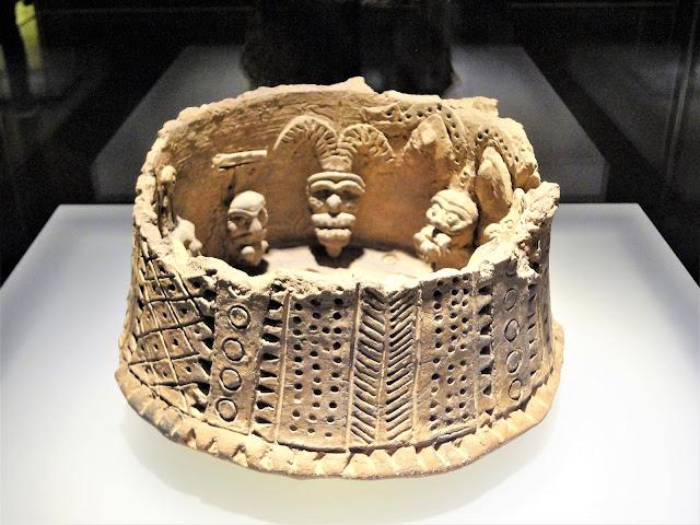 コロンビア黄金文明の族長の家と集団儀式