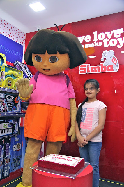 """Child Actress """"Ruhi"""" from the serial """"Yeh Hai Mohabbatein"""" inaugurated Simba Toys new store in Linking Road, Khar"""