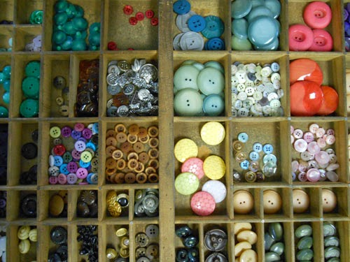 Button collection in type setting tray