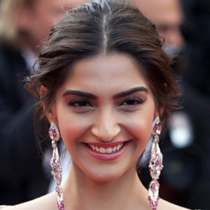 Sonam Kapoor, Biography, Profile, Biodata, Family , Husband, Son, Daughter, Father, Mother, Children, Marriage Photos.