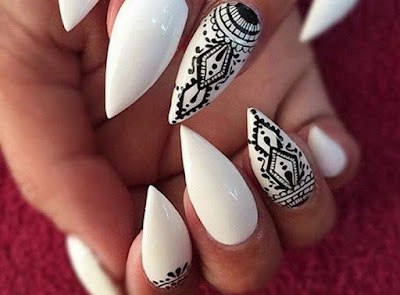 Varnish-white-decoration-in-black-inspiration-tribal-combination-classic-black-and-white