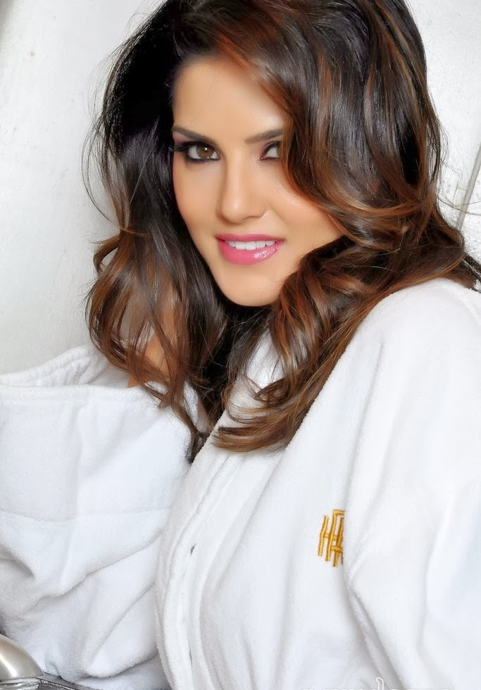 Hot Wallpapers World Sunny Leone Latest Hot Bathroom Pictures-6693