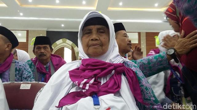Kisah Mak Komi, 30 Tahun Nabung Hasil Jual Gorengan untuk Naik Haji
