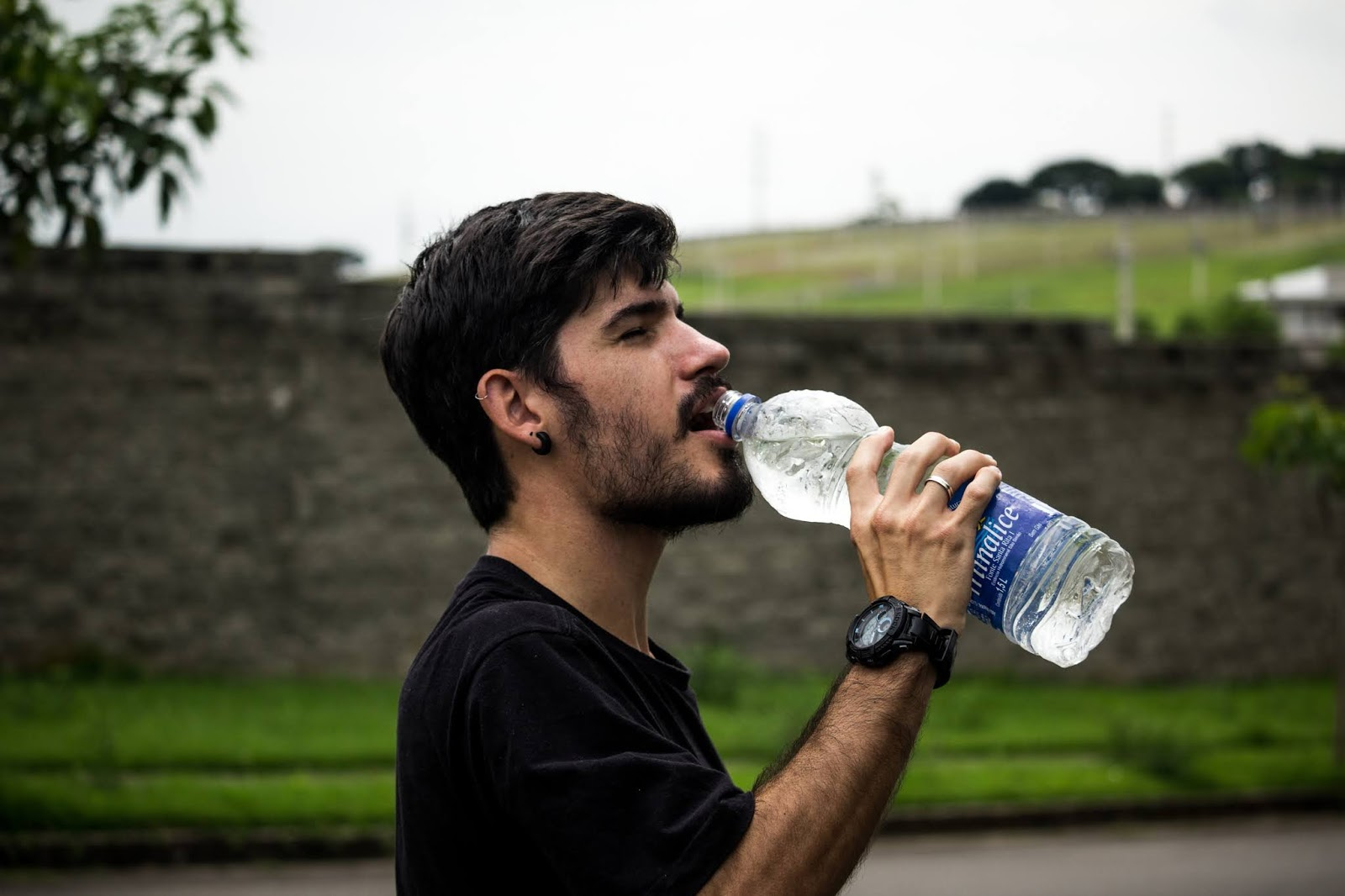 5 Non-negotiable Tips for Healthy Mental and Physical Well-Being - Drink Water