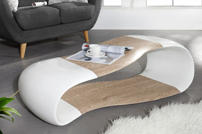 stolik do modernej obyvacky v bielej farbe v kombinacii s drevom
