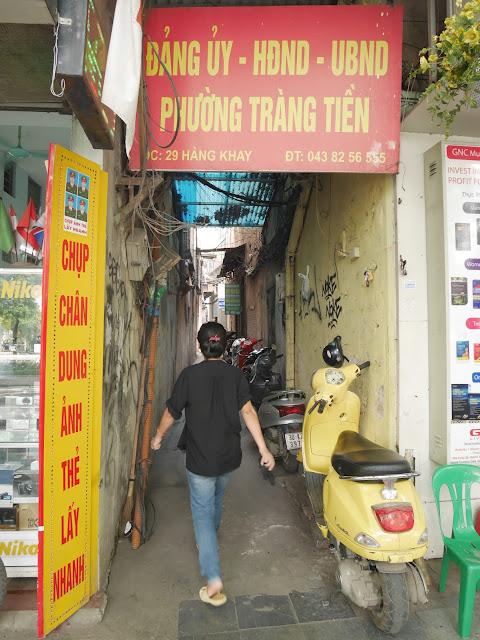 Tiny alley that hides the restaurant across Hoan Kiem Lake, Old quarter of Hanoi