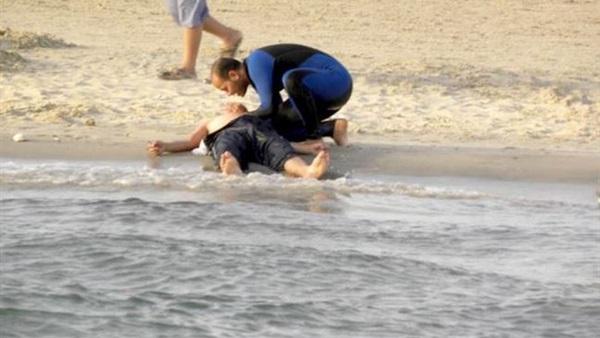 مصرع عامل غرقًا بمياه شاطئ الهانوفيل بالإسكندرية