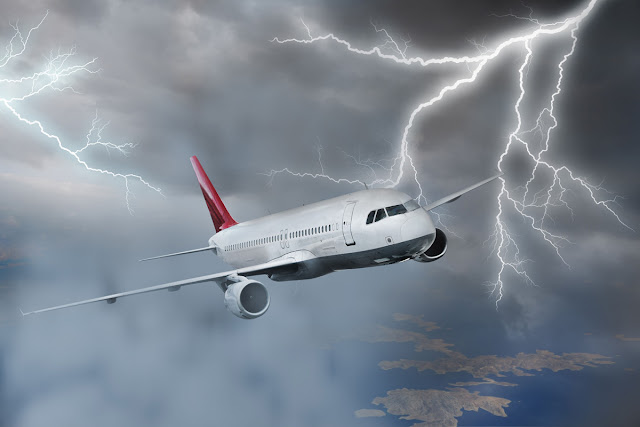 aeronave sobrevoando em tempos de chuvas