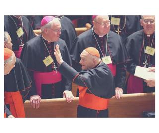 Le Cardinal Theodore McCarrick, confronté à des rapports d'abus sexuels, démissionne du Collège des Cardinaux