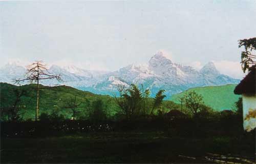 Foto Pemandangan bagian barat Himalaya