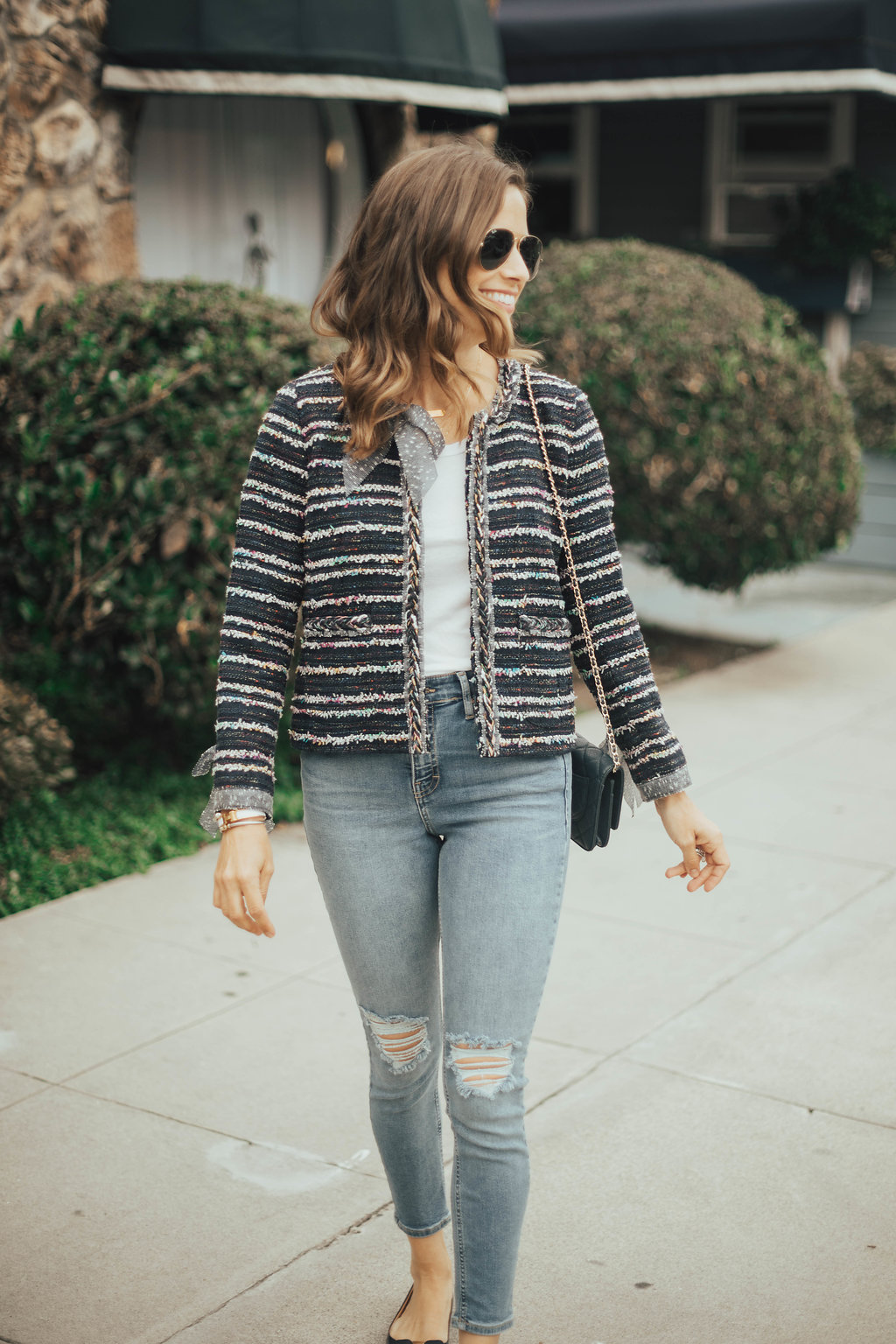 high waisted jeans outfit