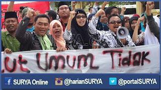 Guru se-Sidoarjo Tuntut JPU Cabut Tuntutan terhadap Samhudi