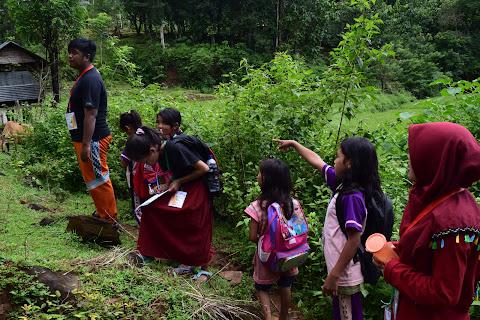 Menumbuhkan Minat Belajar Anak-Anak Melalui Kelas Alam