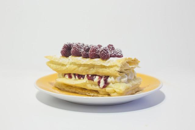 milhojas-de-crema-y-frambuesas