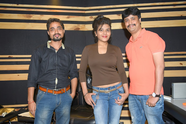 2.  Mayank Tiwari (Producer & Lyricists), Ritu Pathak (Singer)  with Abhijeet Aroon (Music Director) during song recording CRAZY BALAM