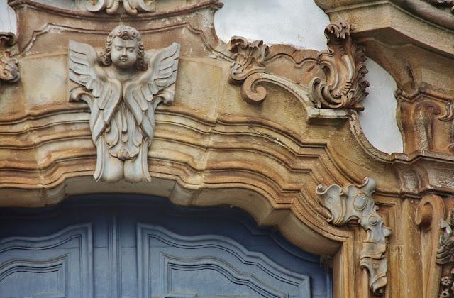 Detalhe da porta da Igreja Nossa Senhora do Carmo, em Ouro Preto