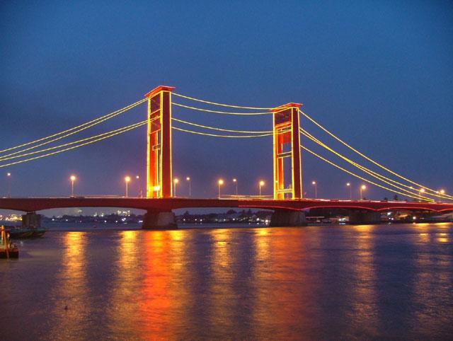 Jembatan Ampera dan Sungai Musi