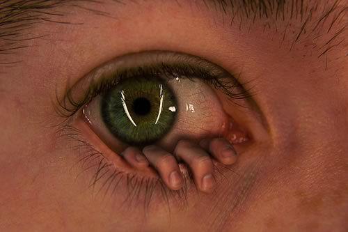 efek manipulasi mata dengan tangan