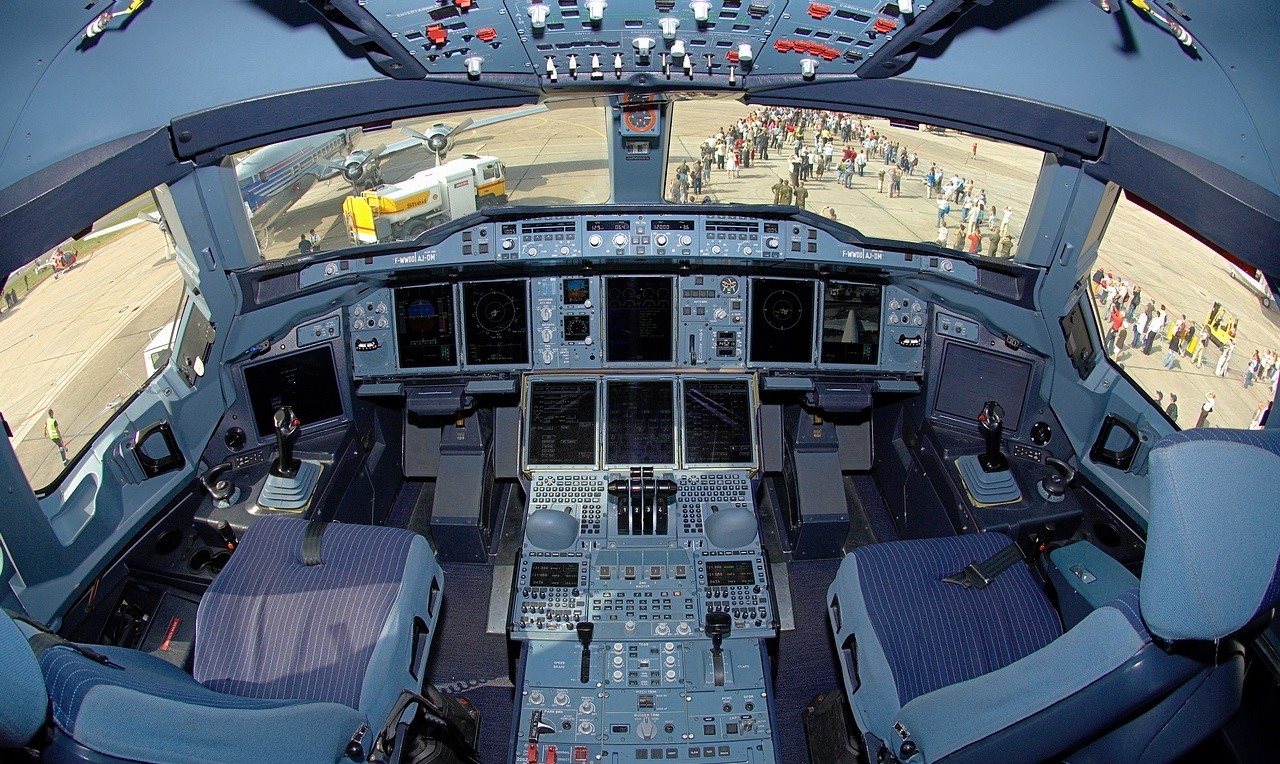 airbus_a380_cockpit_during_day.jpg